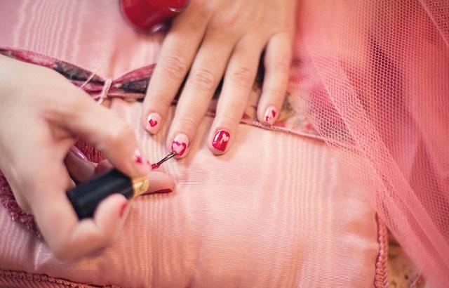 Ricostruzione delle unghie con metodologia professionale