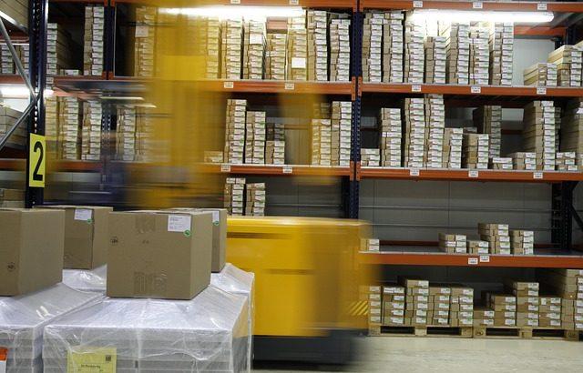 Come scegliere un macchinario per l'etichettatura dei prodotti industriali